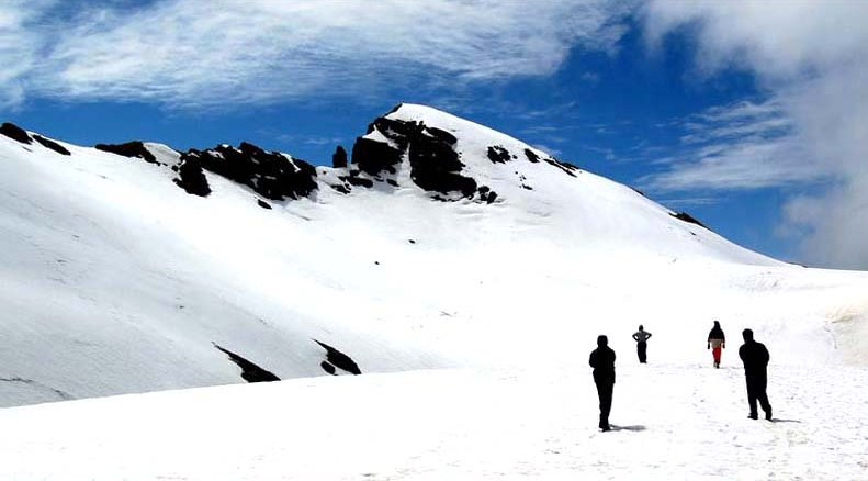 Manali - This famous hill station is a popular destination for all travelers in all seasons