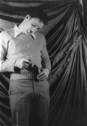 File:Marlon Brando Streetcar 1948 b.jpg