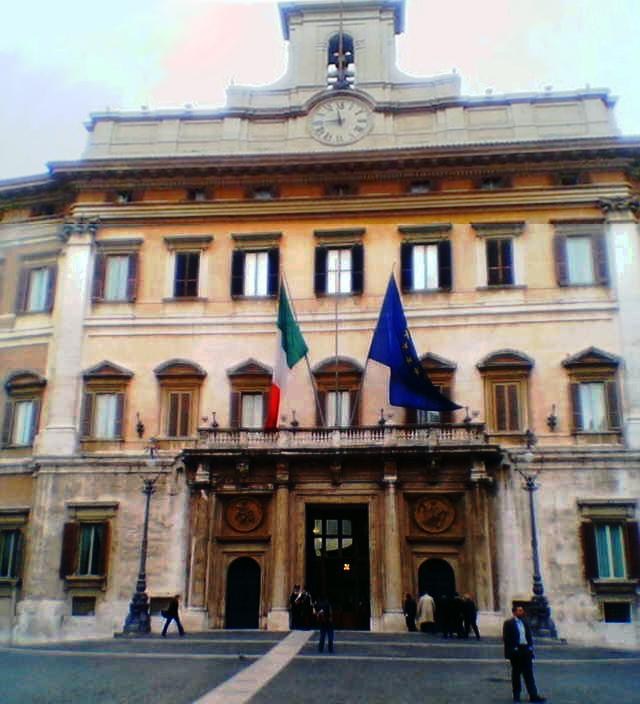 Montecitorio foto unica 2004.jpg
