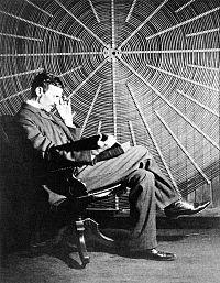 Nikola Tesla in laboratorul sau.jpg