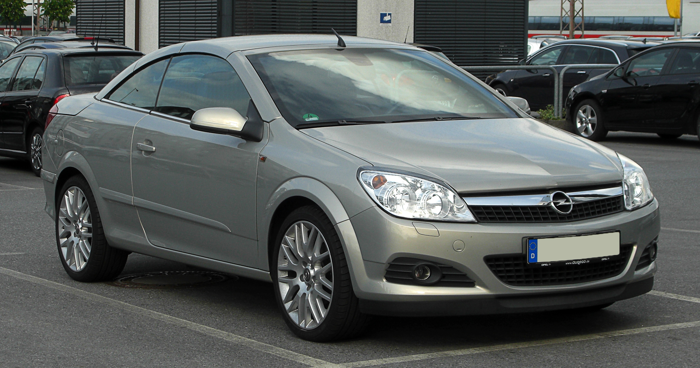 file opel astra twintop h facelift frontansicht 15 mai 2011 wikimedia. Black Bedroom Furniture Sets. Home Design Ideas