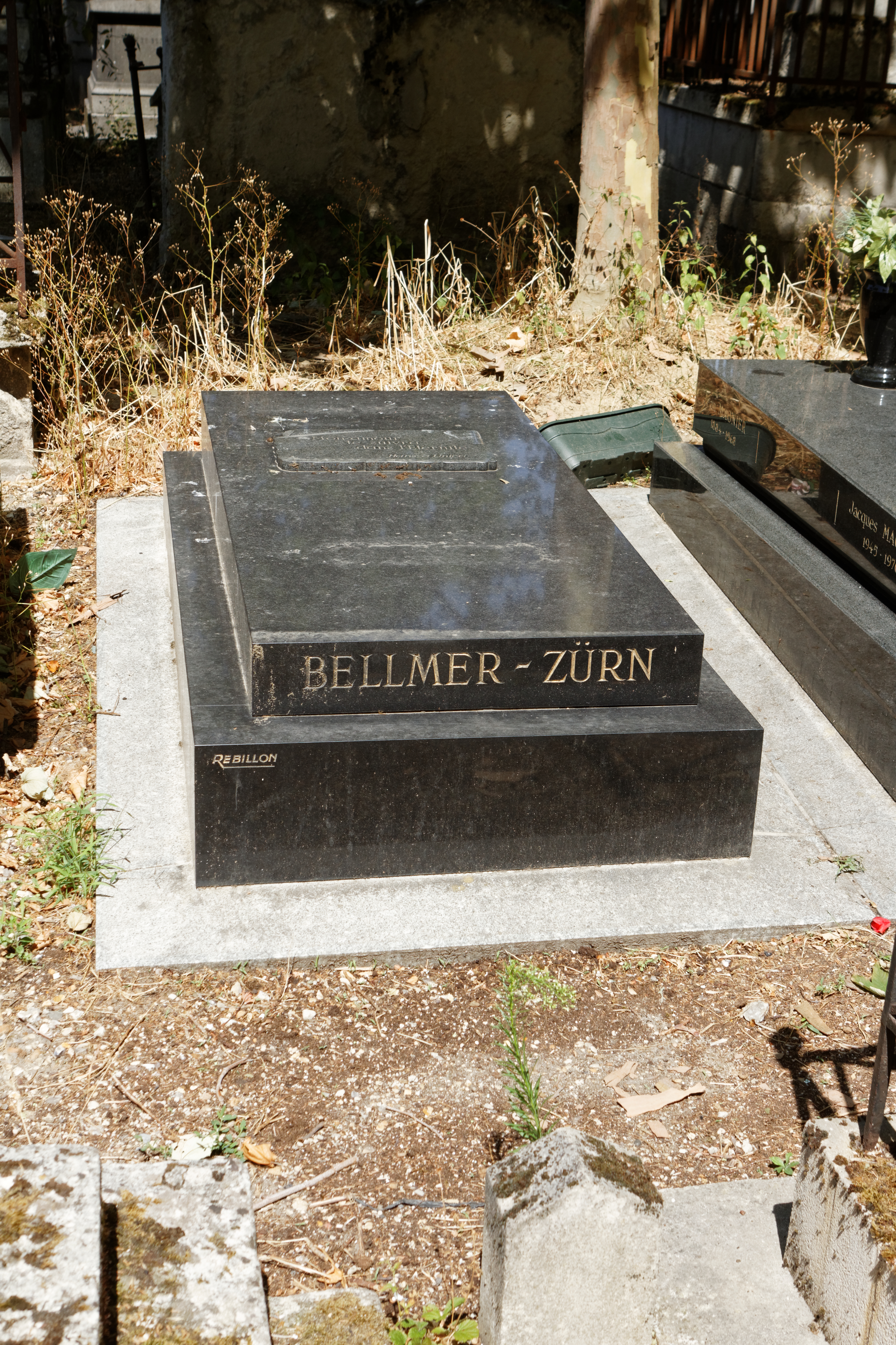 Bellmer and Zurn's gravestone at the [[Père-Lachaise cemetery