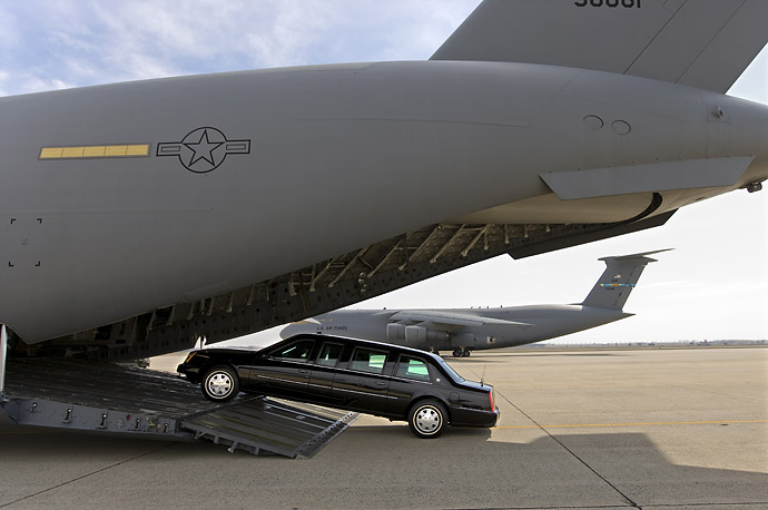 us presidents helicopter with File Presidential Limousine Being Unloaded From Aircraft on Looks Like Putin Having Turkey Thanksgiving Inter  Pranksters Turn Eye Russia S Diplomatic Crisis Brilliant Memes furthermore 4276177317 additionally File Presidential limousine being unloaded from aircraft also 456904324677448882 in addition 20140531 New Presidential Helicopter.