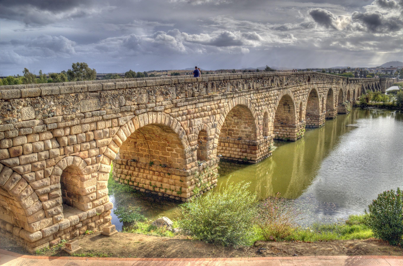 File:Puente romano de Mérida.jpg - Wikimedia Commons