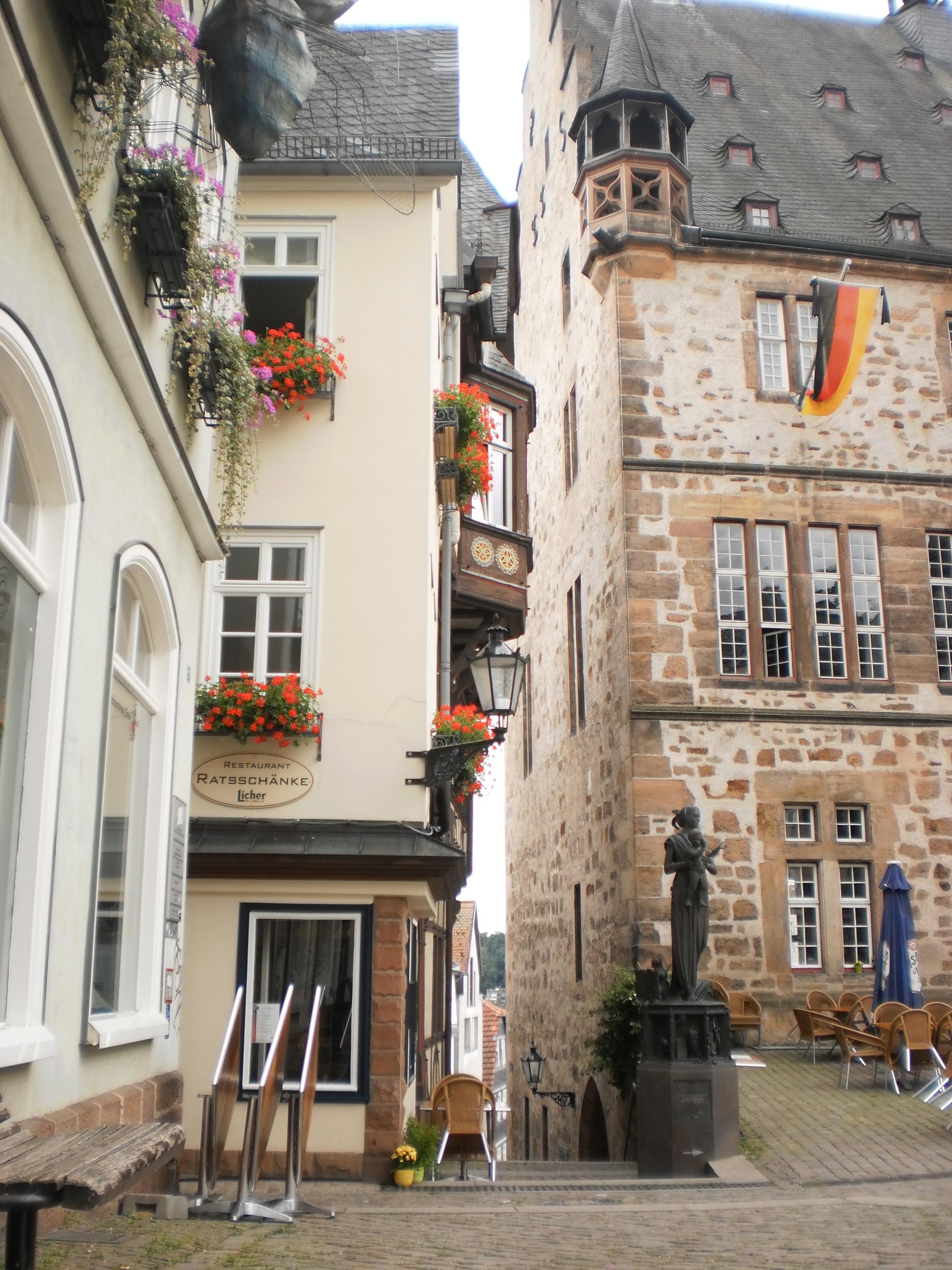 File:Rathaus und Marktplatz Marburg mit Blick auf Ratsschänke an ...