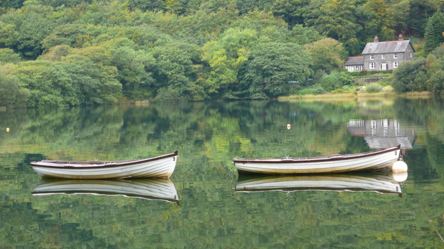 File:Reflections on Lake Tal-y-llyn - geograph.org.uk - 582628.jpg