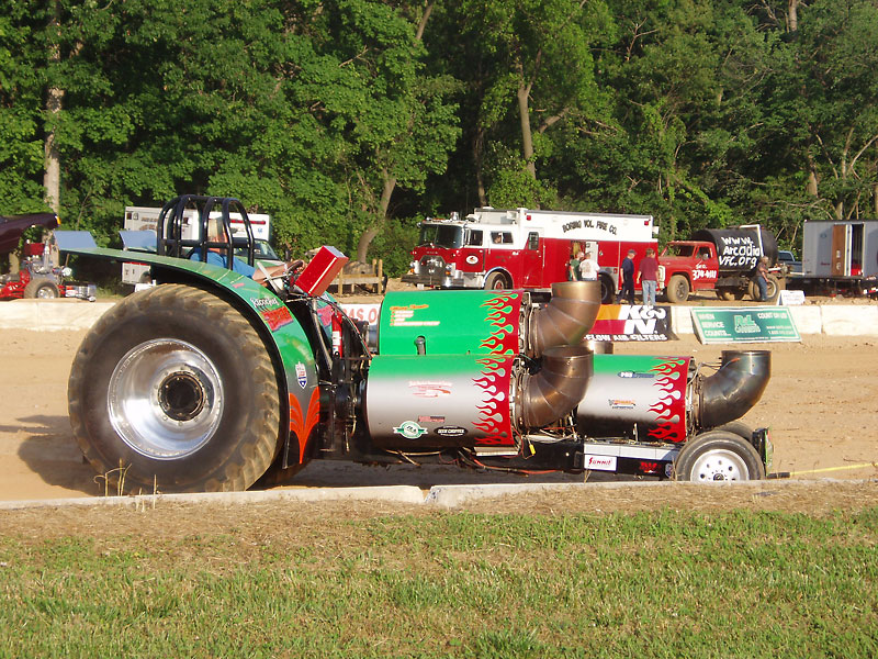 Tractor Pulling Engines : National tractor pullers association wiki everipedia