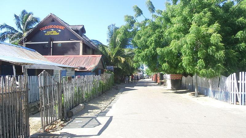 File:Strada di Morondava.jpg