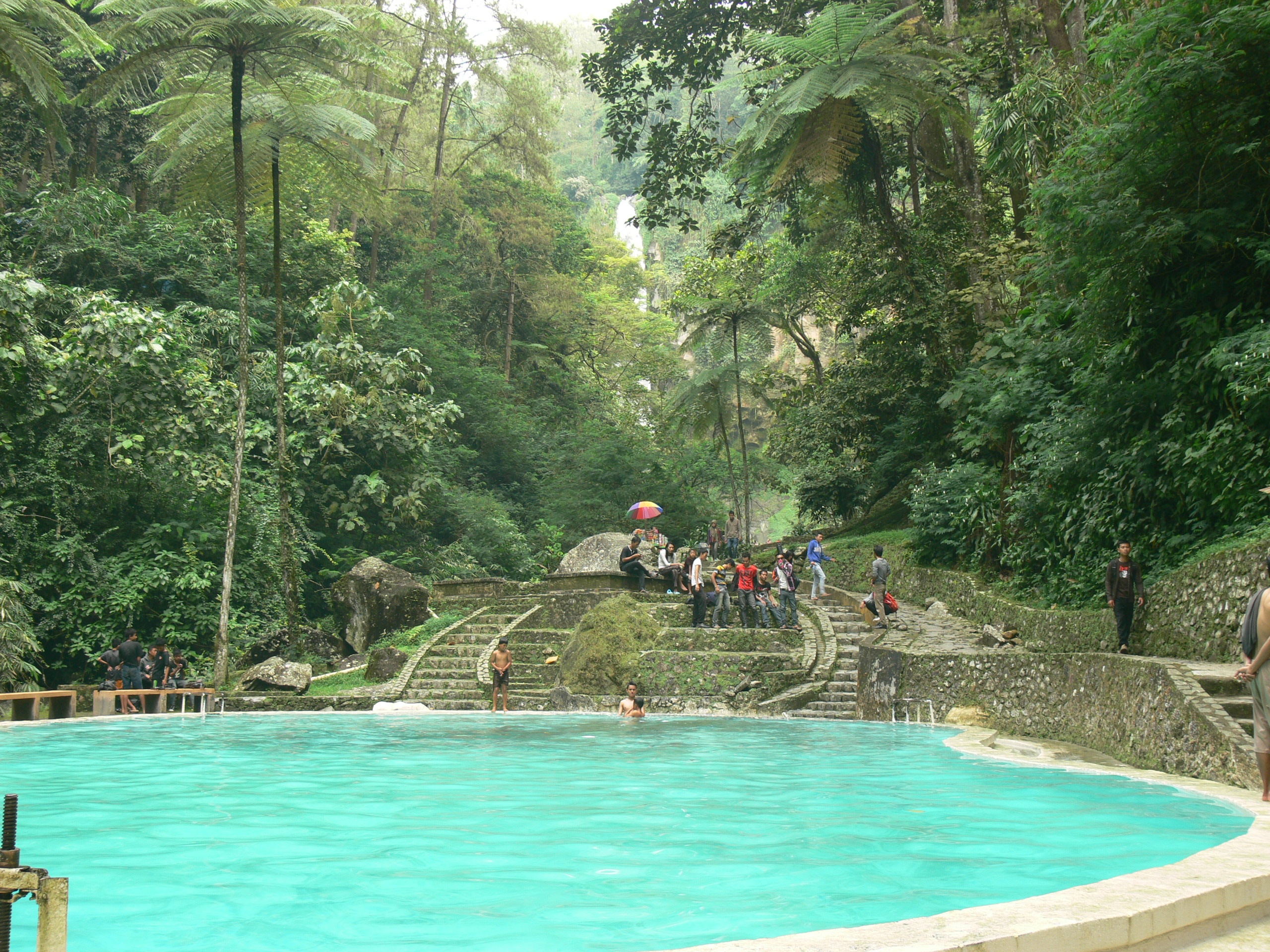 Swimming_pool_in_Tawangmangu,_Central_Ja