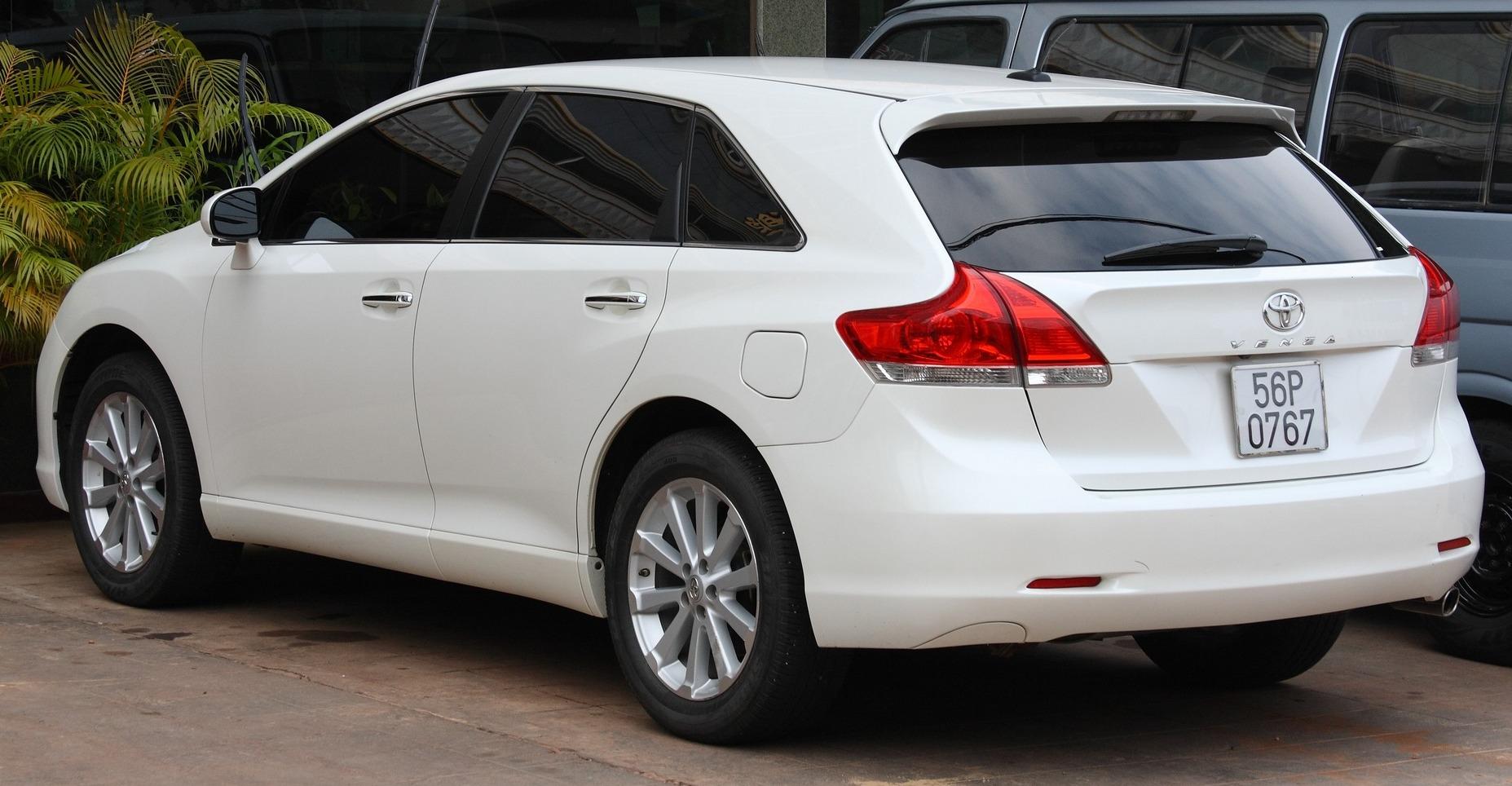 Toyota Venza белая
