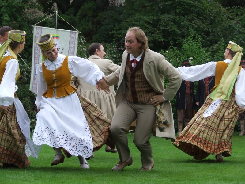 Lietuvių liaudies šokių pavadinimai