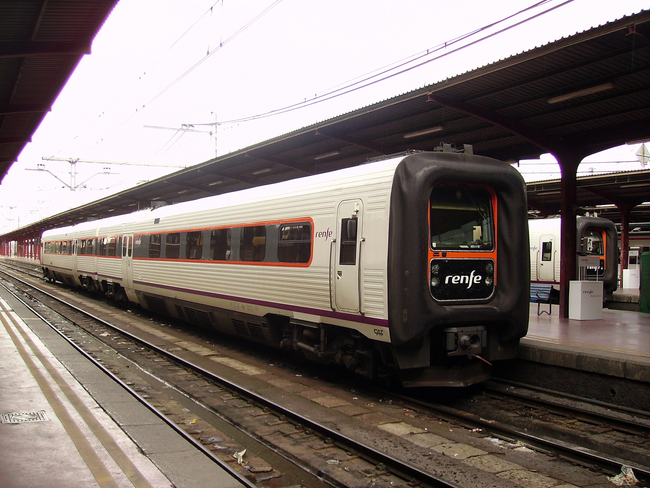 File tren renfe trd madrid wikimedia commons for Oficinas de renfe en madrid
