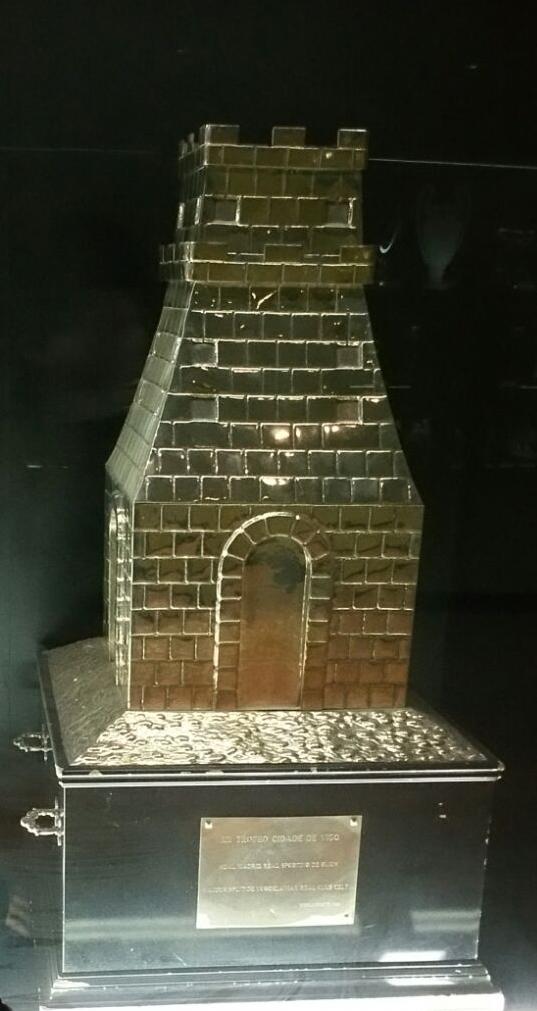 Museo Real Madrid.File Trofeo Ciudad De Vigo En Museo Del Real Madrid Jpg Wikimedia