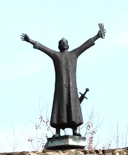 Vác, statue of Geza I.jpg