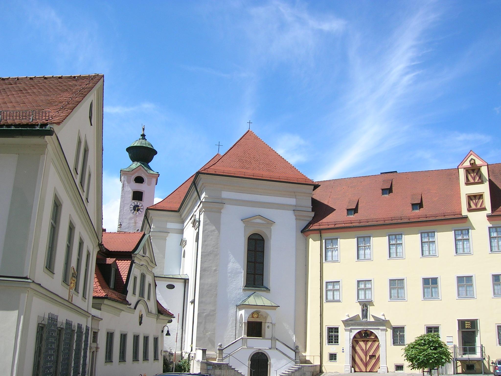 Walburgiberg Eichstätt West- und Südseite Schulhof.jpg