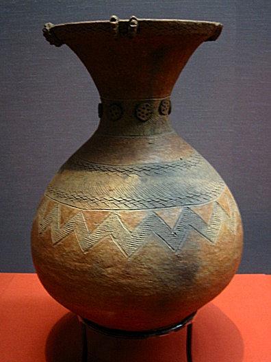 http://upload.wikimedia.org/wikipedia/commons/d/d8/YayoiJar.JPG
