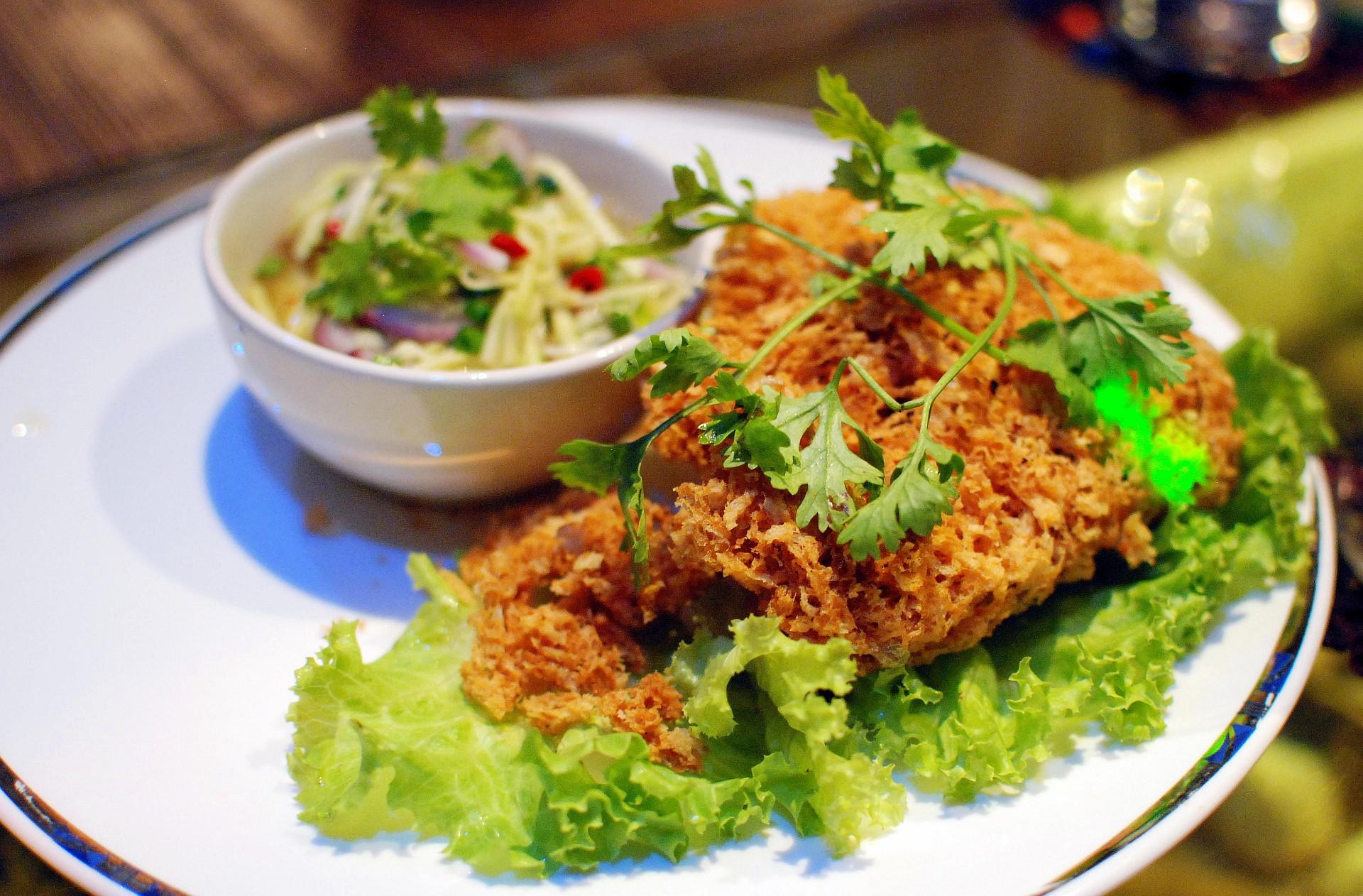 salad for crispy noodle encyclopedia File:Yum Wikipedia,  the pladook  free foo.jpg