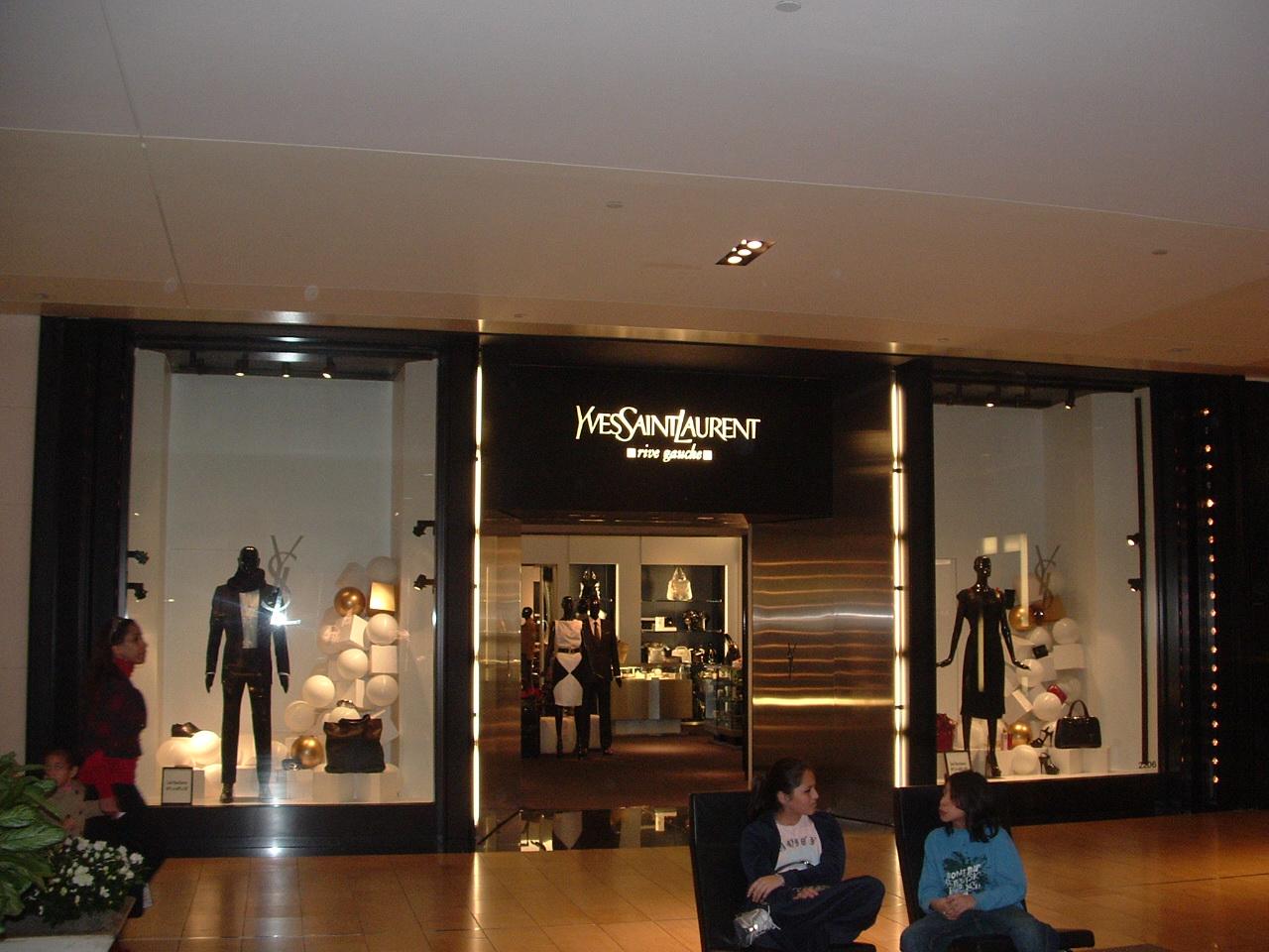 File yves saint laurent wikimedia commons - Maison du japon paris boutique ...