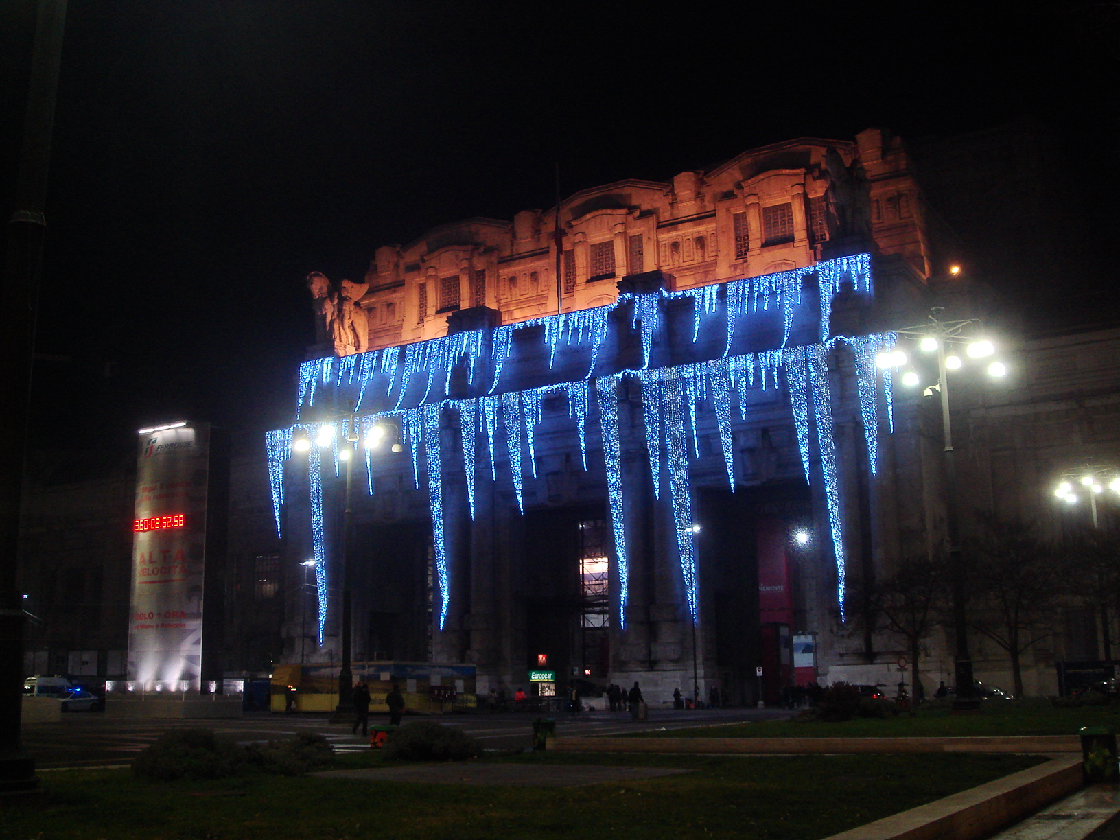 File:0820 - Milano - Luminarie di Natale alla Stazione ...