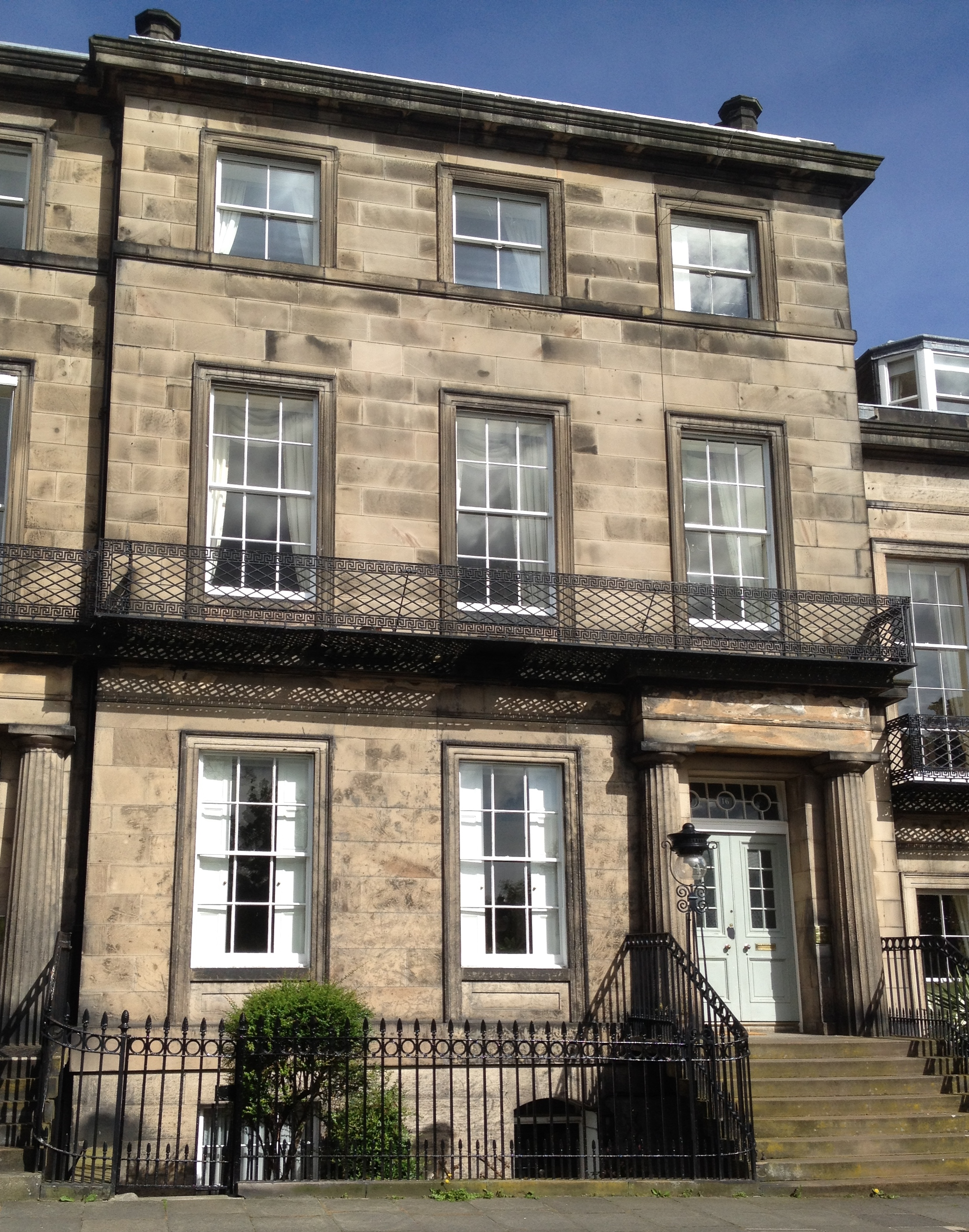 File 16 regent terrace edinburgh jpg wikimedia commons for 55 buckstone terrace edinburgh