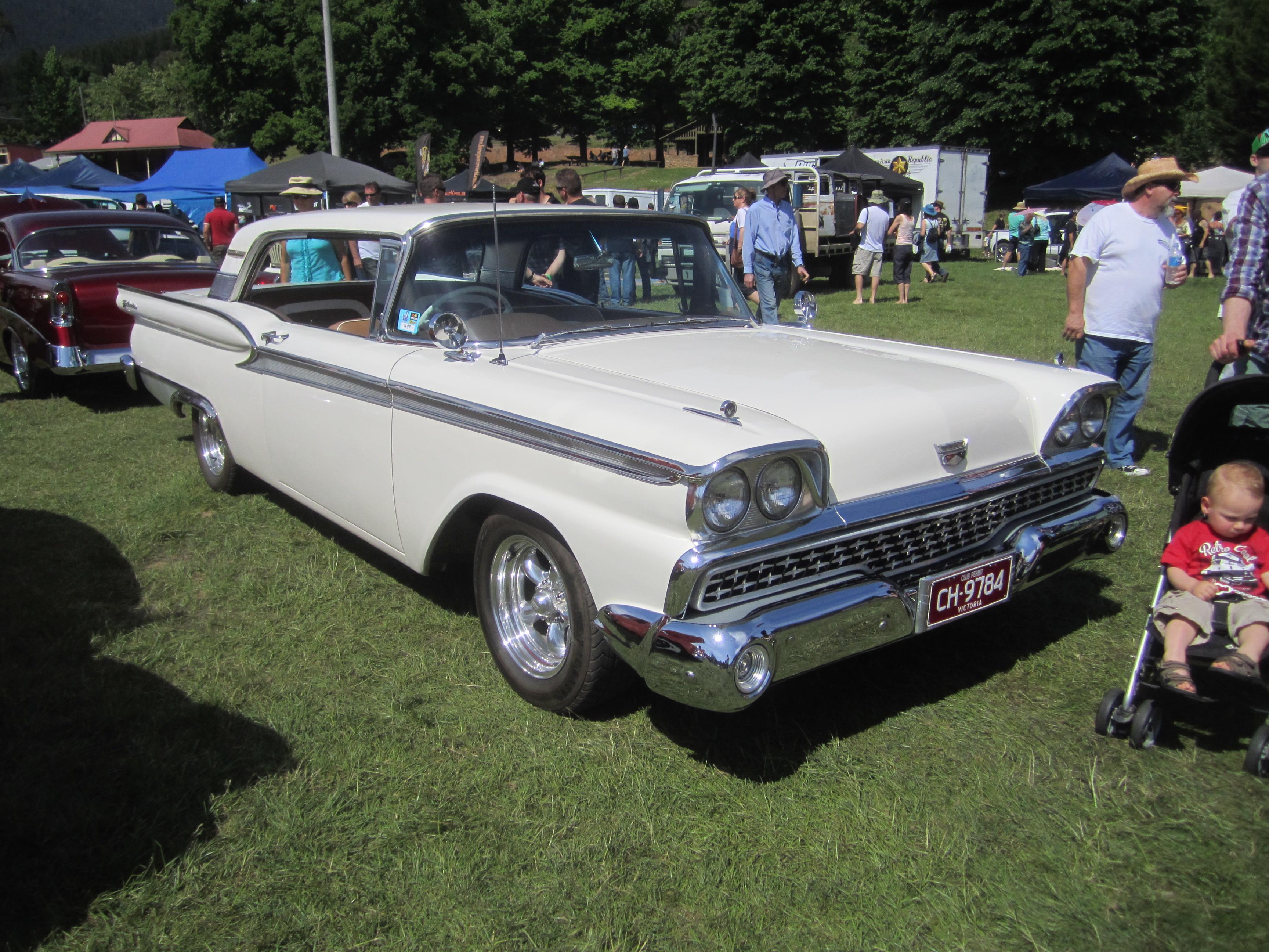 File:1959 Ford Fairlane 2 door Hardtop jpg - Wikimedia Commons