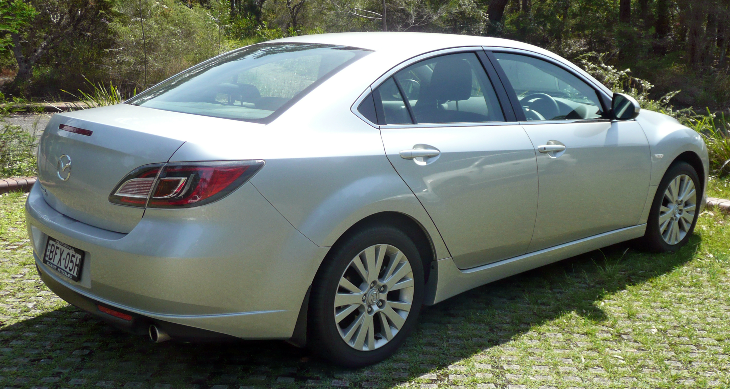 https://upload.wikimedia.org/wikipedia/commons/d/d9/2008_Mazda6_%28GH%29_Classic_sedan_%282009-11-12%29_02.jpg