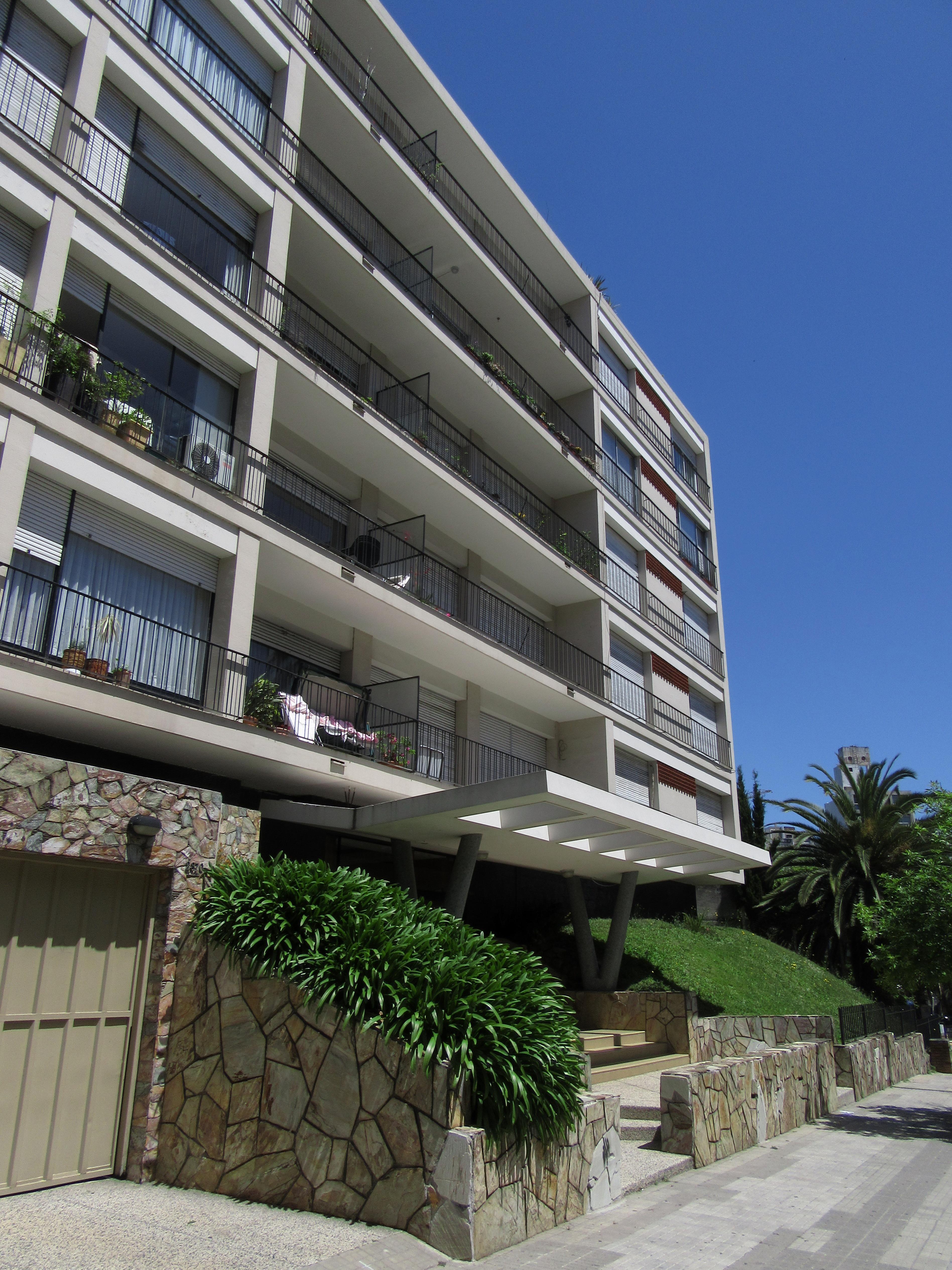 Fachadas de edificios modernos orkde apartmani edificios for Fachadas edificios modernos