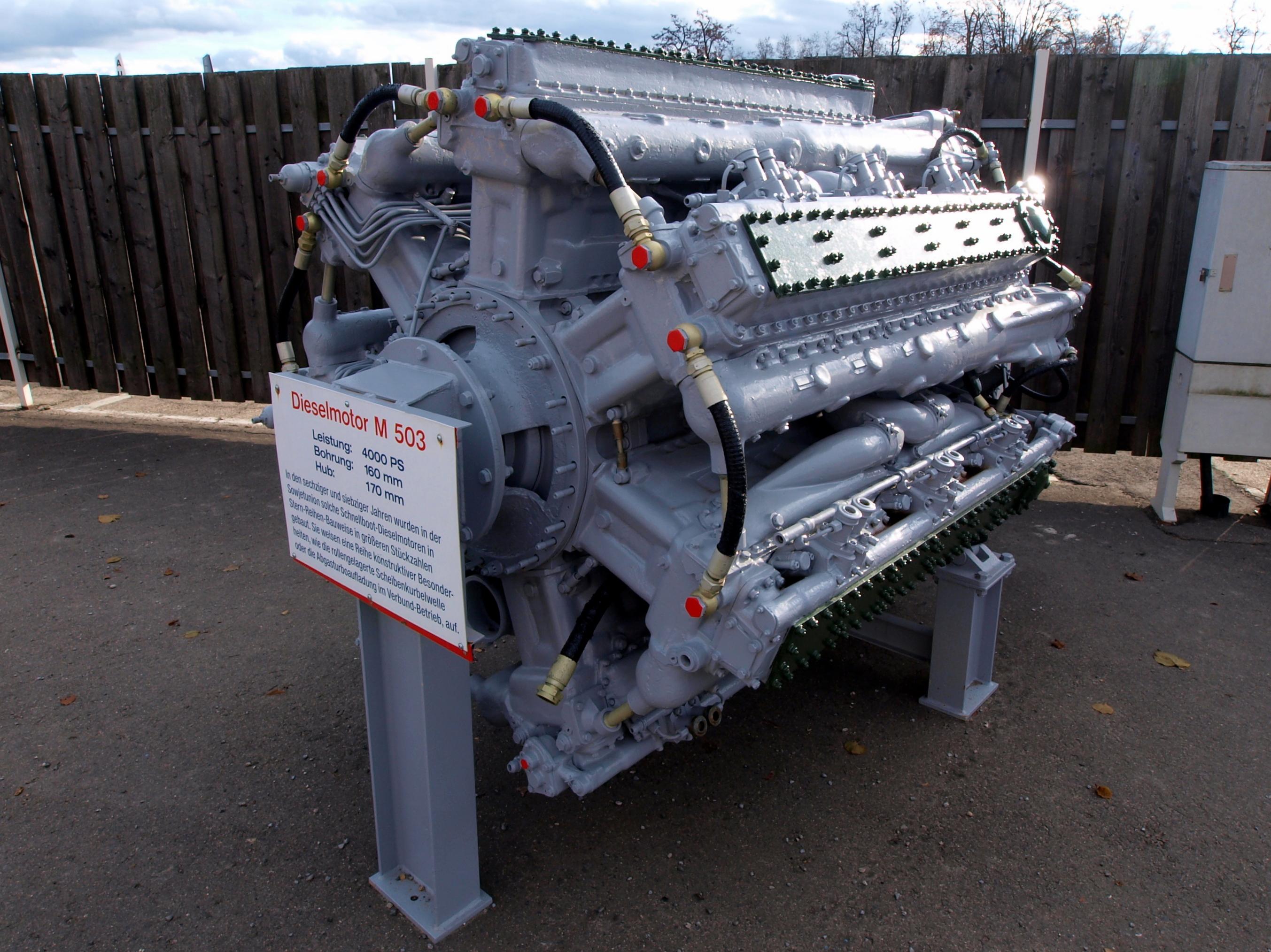 2 Person Car >> File:4000hp Stern-Reihen Dieselmotor M503 pic1.JPG ...