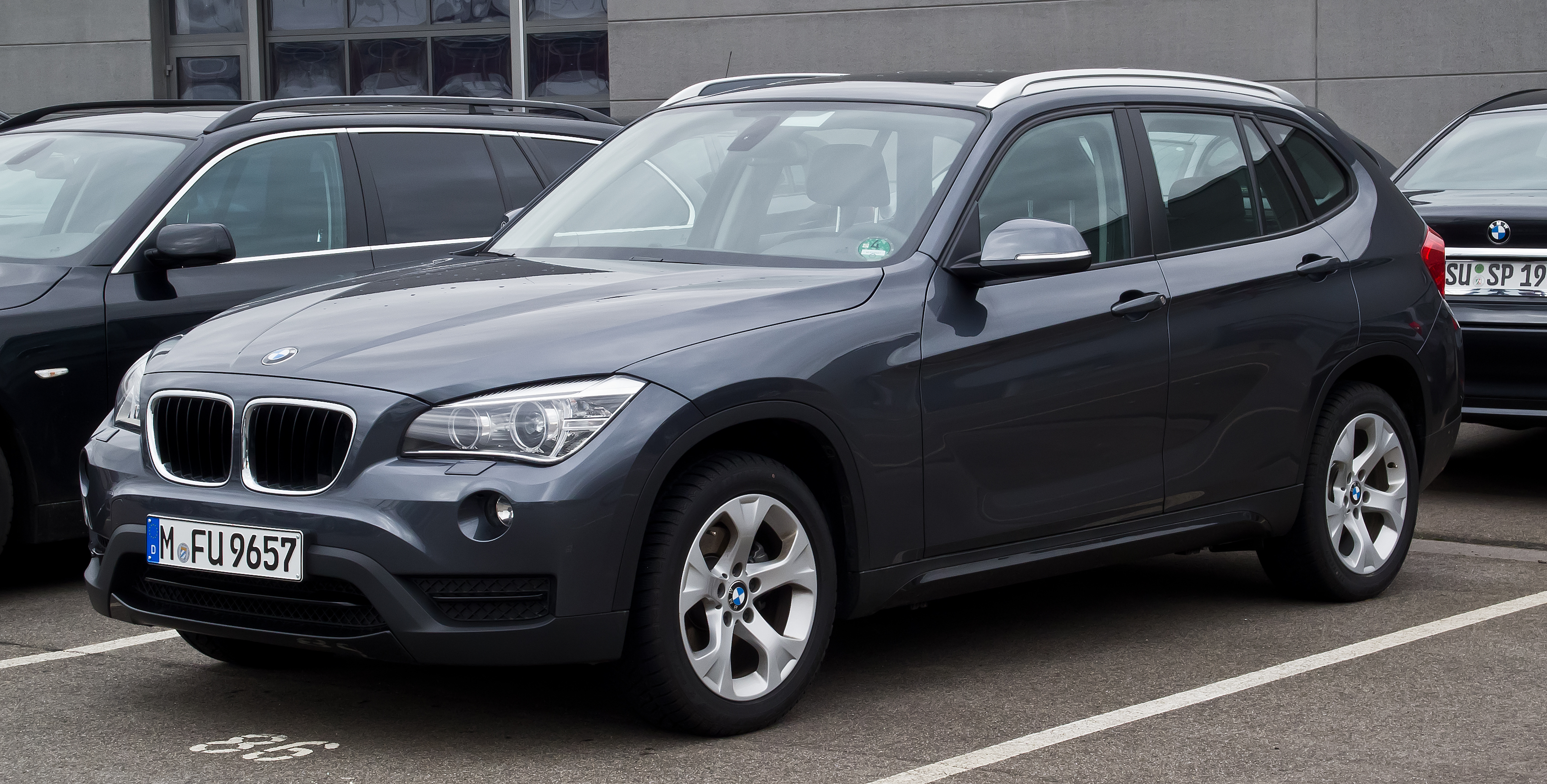 file bmw x1 e84 facelift frontansicht 31 dezember 2012 d wikimedia commons. Black Bedroom Furniture Sets. Home Design Ideas