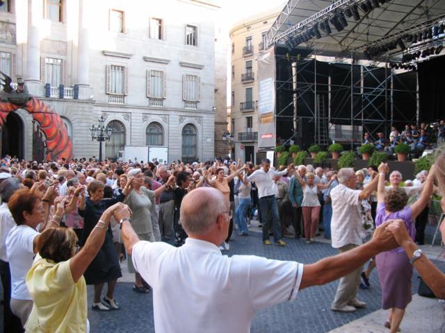Sardana: Catalan Dancing in Barcelona