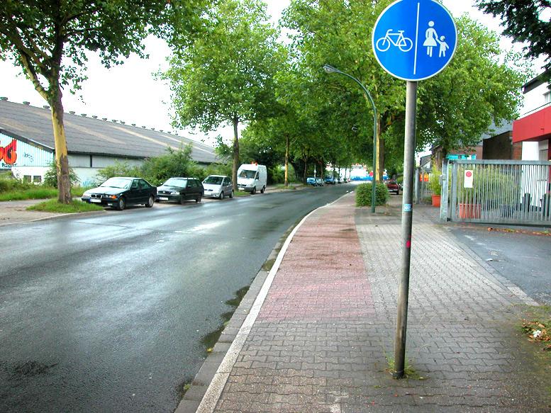 Beengte Verhältnisse, zu schmaler Radweg