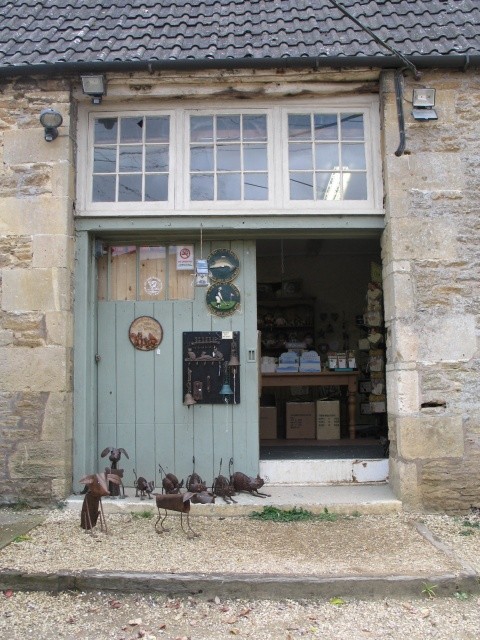 File bric a brac shop at lacock wikimedia commons - Broc a brac 51 ...