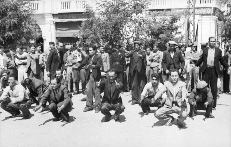 Fichier:Bundesarchiv Bild 101I-168-0895-06A, Griechenland, Saloniki, Erfassung von Juden.jpg