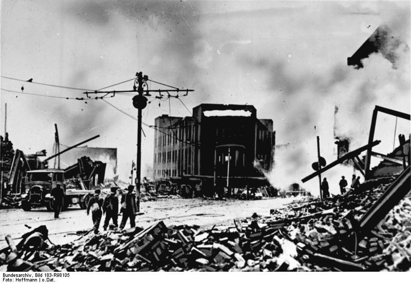 Bundesarchiv Bild 183-R98105, Coventry nach Luftangriff.jpg
