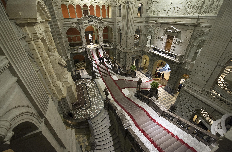 File Bundeshaus Kuppelhalle Uebersicht Jpg Wikimedia Commons