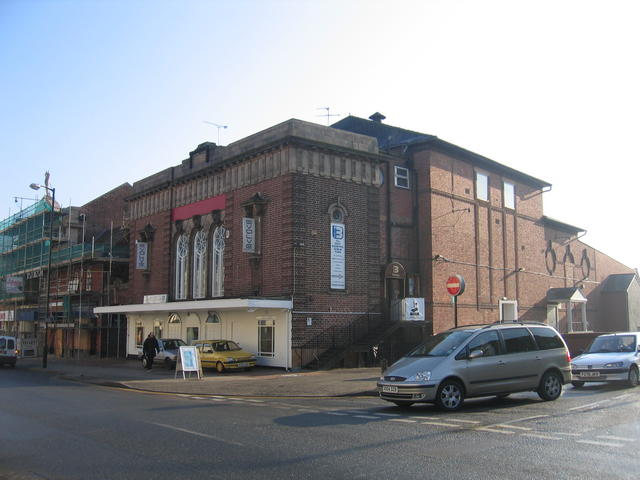 File clifton cinema leamington spa for Cinema a salon