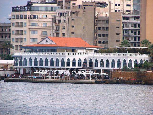 File corniche beirut wikimedia commons - Il bagno lebanon ...