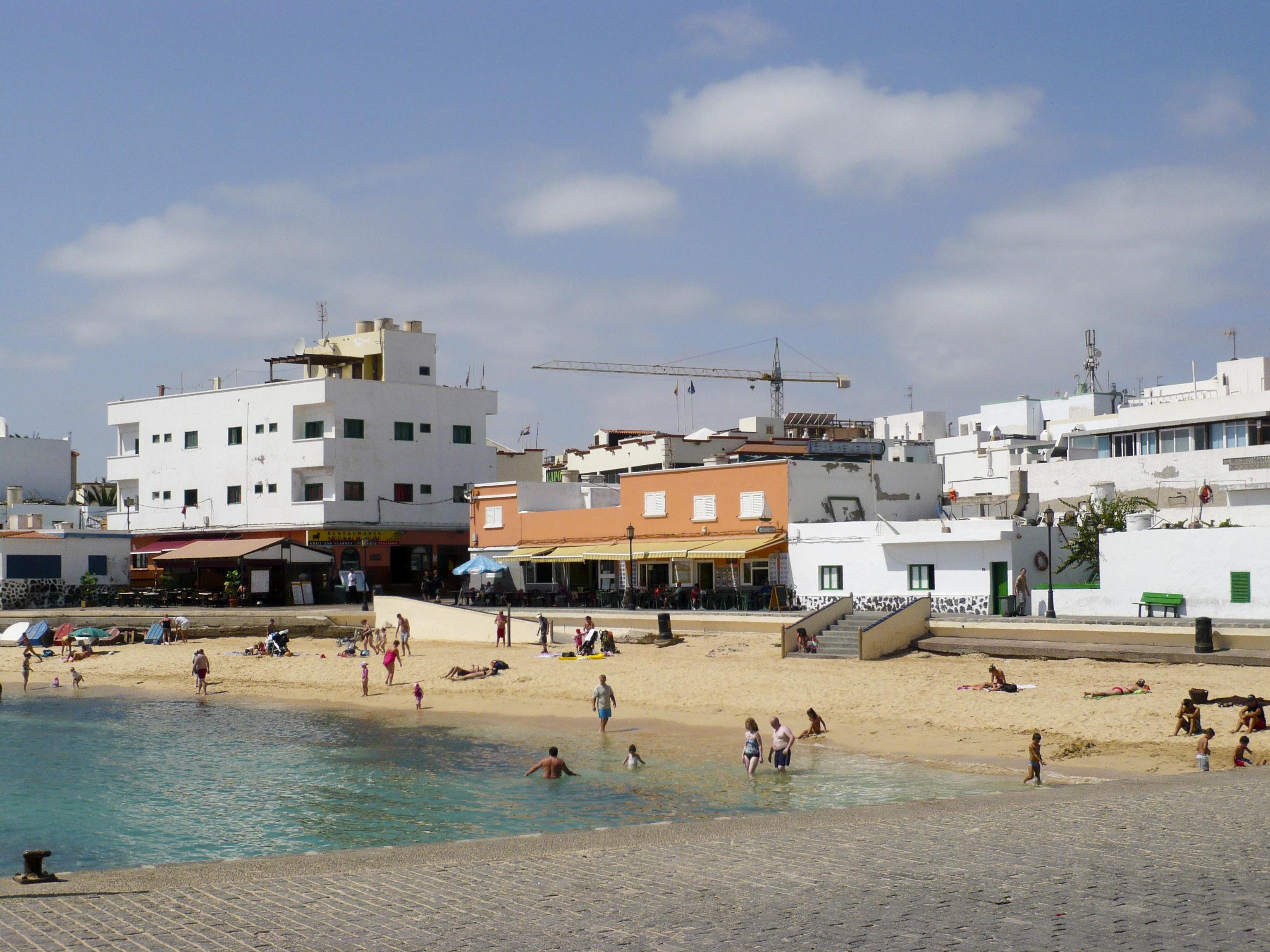 File:Corralejo Town Beach (2856300854).jpg - Wikimedia Commons
