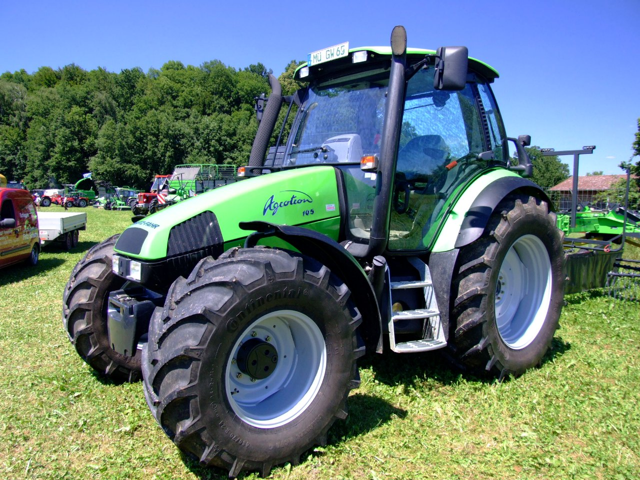 lamborghini tractor with Deutz Fahr on New Holland T9 565 Smarttrax Ii Tractor V 2 1 besides Carreta Daf 1 additionally Massey Ferguson 698 also Lamborghini Stellt Neue Traktor Baureihen Vor article1381406775 furthermore Number1276.
