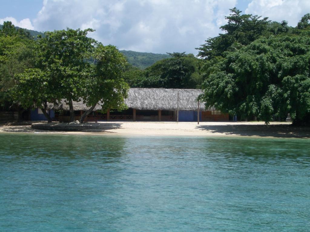 File Dragon Bay Jpg Wikimedia Commons Beach Resort Port Antonio Jamaica