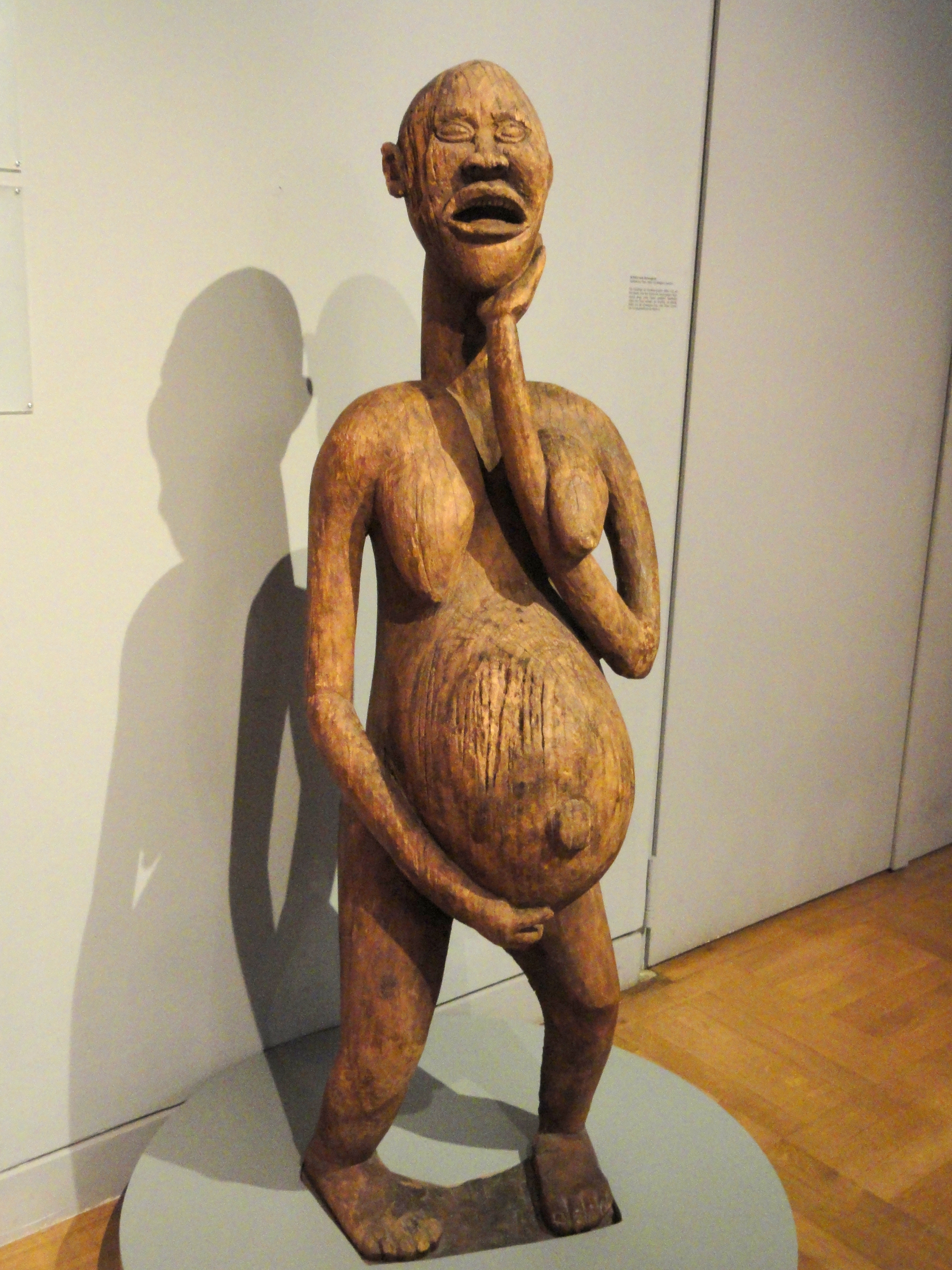 Description Figure of pregnant woman, Cameroon - Staatliches Museum ...