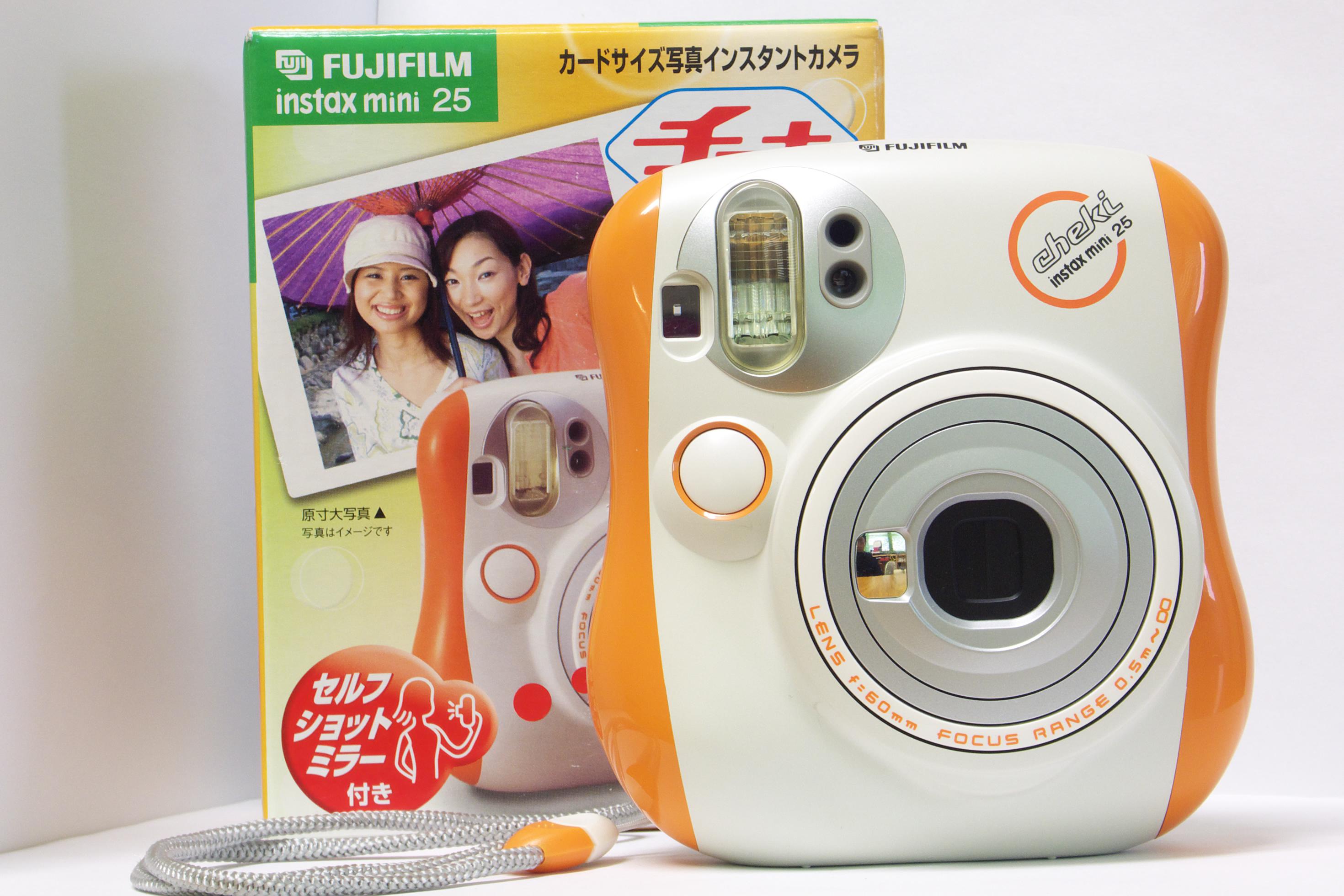 Description Fujifilm Instax Mini 25 Camera Front.jpg