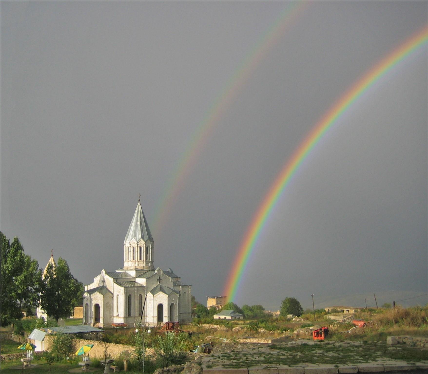 https://upload.wikimedia.org/wikipedia/commons/d/d9/Ghazanchetsots_Double_Rainbow.jpg