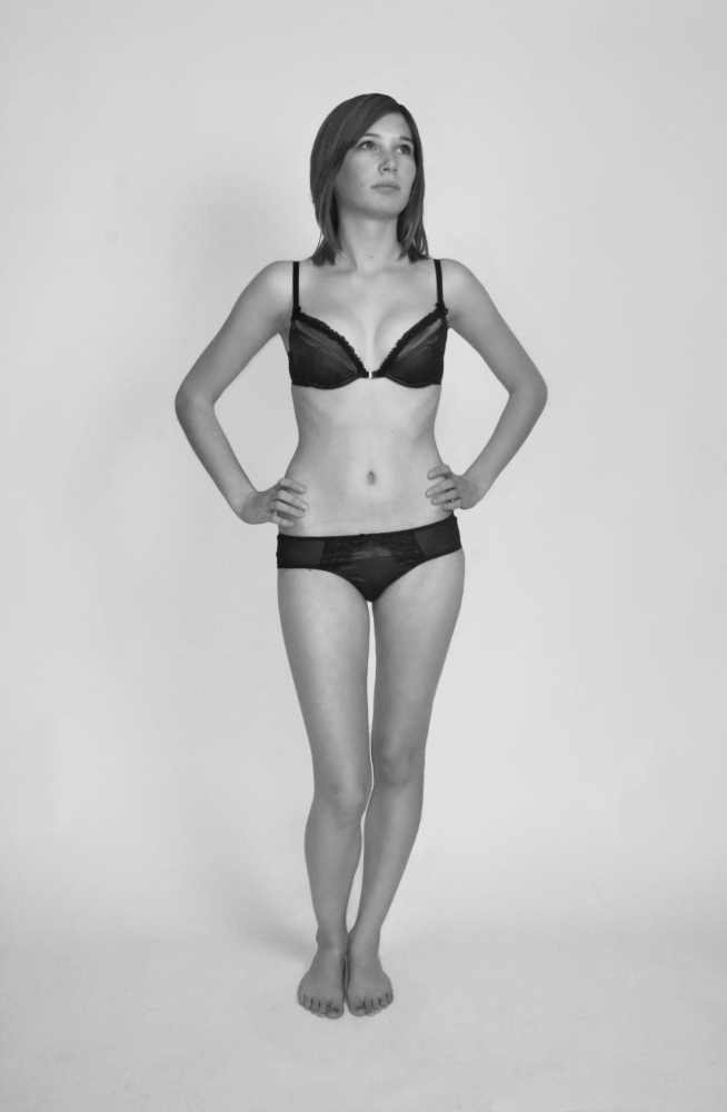 63c9b3a698 File Girl in bra and panties - black and white.jpg - Wikimedia Commons