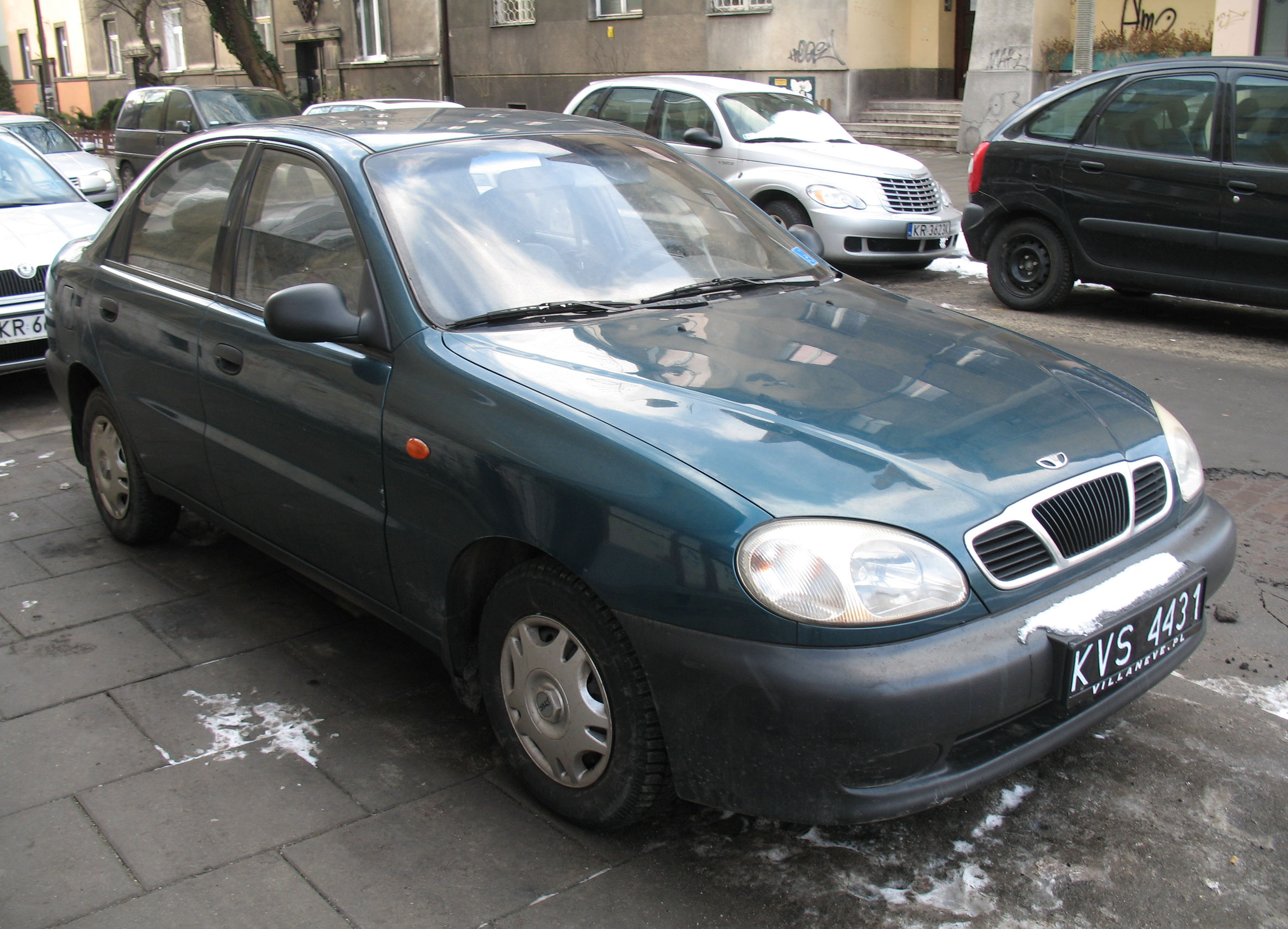 File:Green Daewoo Lanos 4d in Kraków (1).jpg - Wikimedia Commons