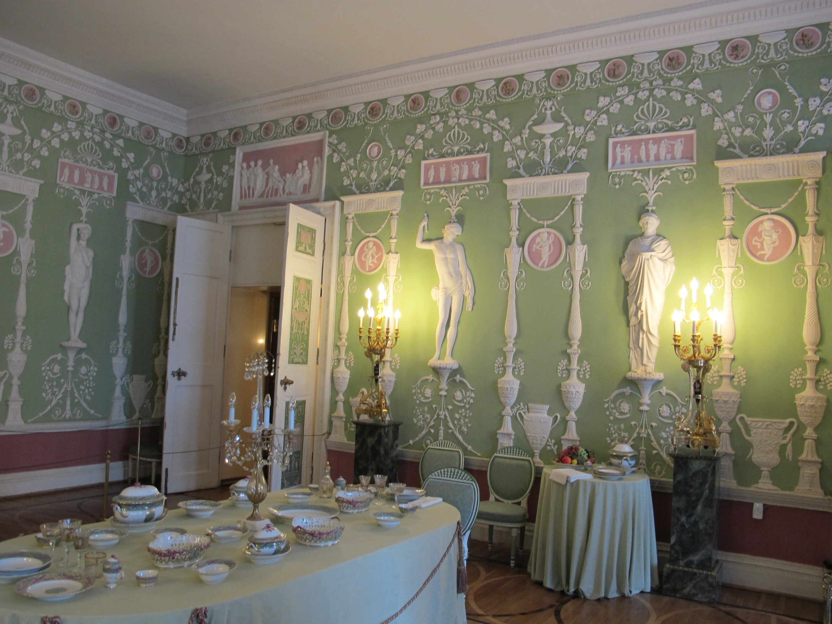 file green dining room of the catherine palace 04 wikimedia