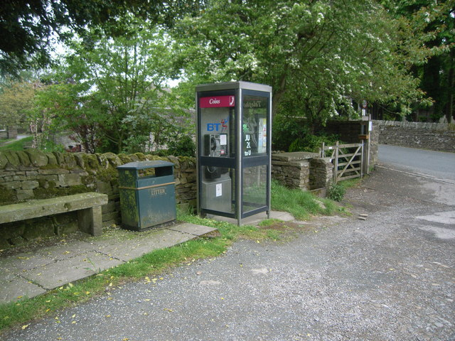 Hardraw telephone box (opposite Green Dragon pub) - geograph.org.uk - 831958