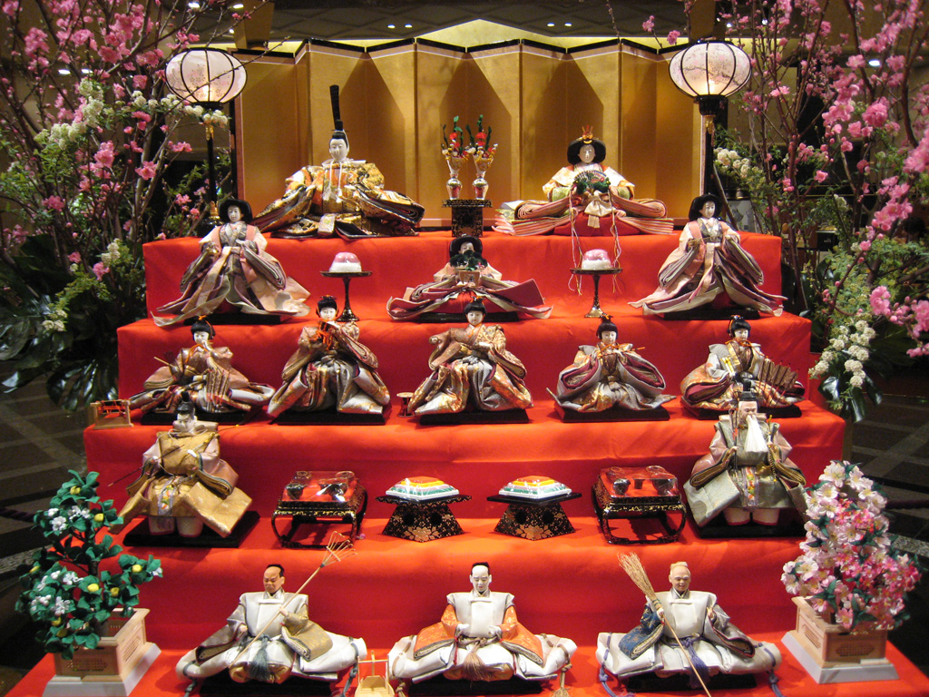 http://upload.wikimedia.org/wikipedia/commons/d/d9/Hina_matsuri_display.jpg