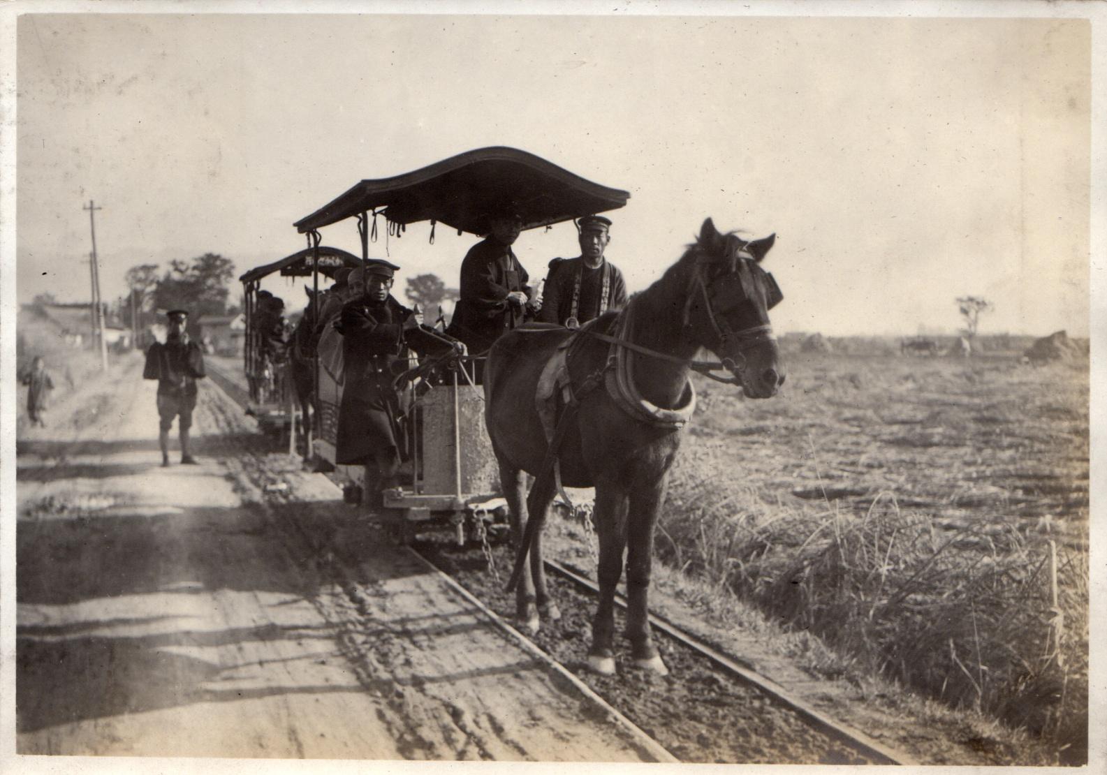 ファイル horse drawn trams in japan taisho era 1915 by elstner