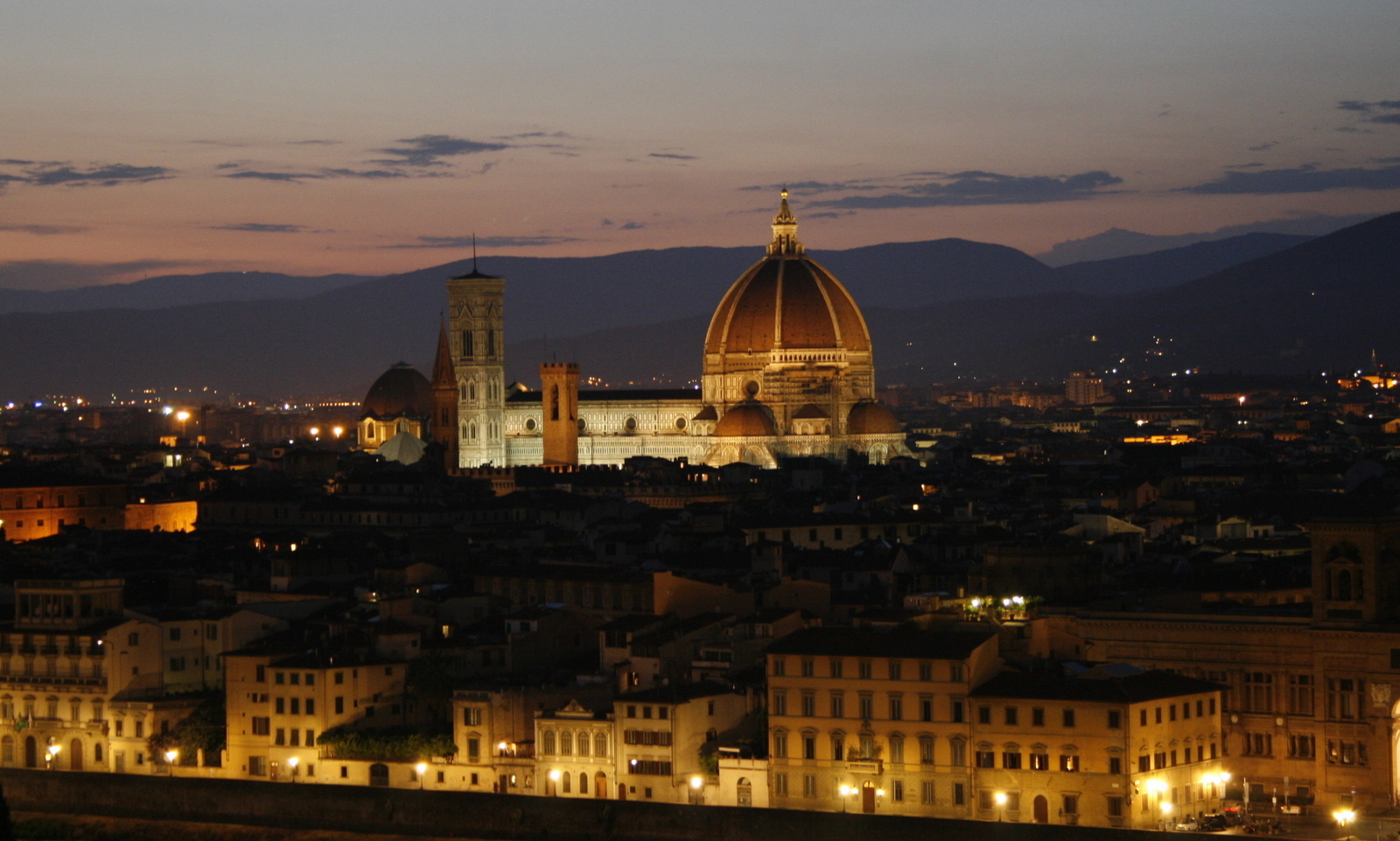 Il Duomo at night (Florence) (3867488649).jpg